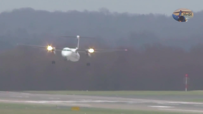 Sturm Friederike - Grandiose Pilotenleistung am Airport Düsseldorf bei bis zu 110 km_h Seitenwind