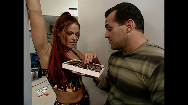 Stream! WWF Raw is War 4 декабря 2000 c участием Стива Остина, Рока, Гробовщика и других звезд