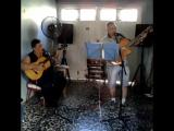Мой отец и Хулио исполнили песню «Entra en mi hogar - Los Manseros Santiagueños».