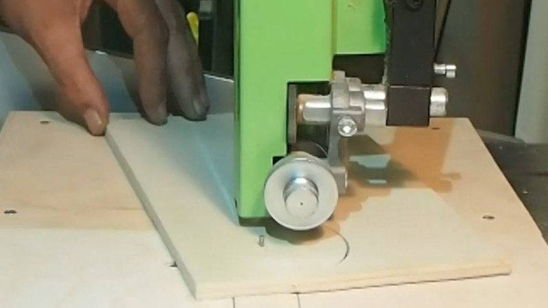 Circle Jig for the bandsaw