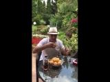 Как правильно кушать армянский абрикос! (И кубанский лук!) ?????????