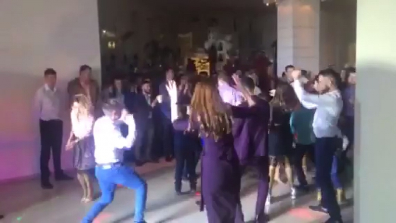 Колян танцует лутче всех