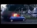 La violence monte dun cran dans les quartiers Ici une voiture bélier enflammée lancée sur des policiers