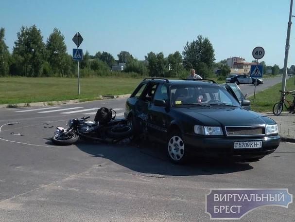 В Малорите утром в результате ДТП разбился байкер
