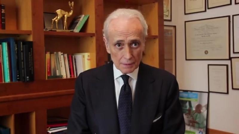 Хосе Каррерас анонсирует вручение премии Браво.