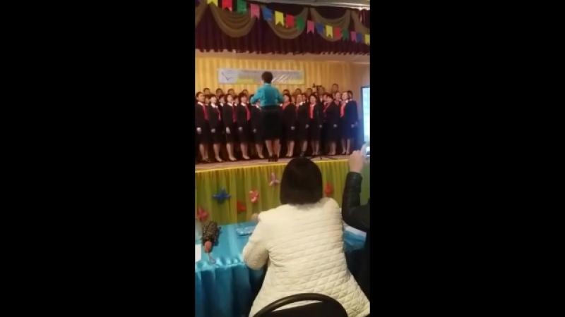 №107 Абай мектебінің мұғалімдері Хор Қазақстан әнімен