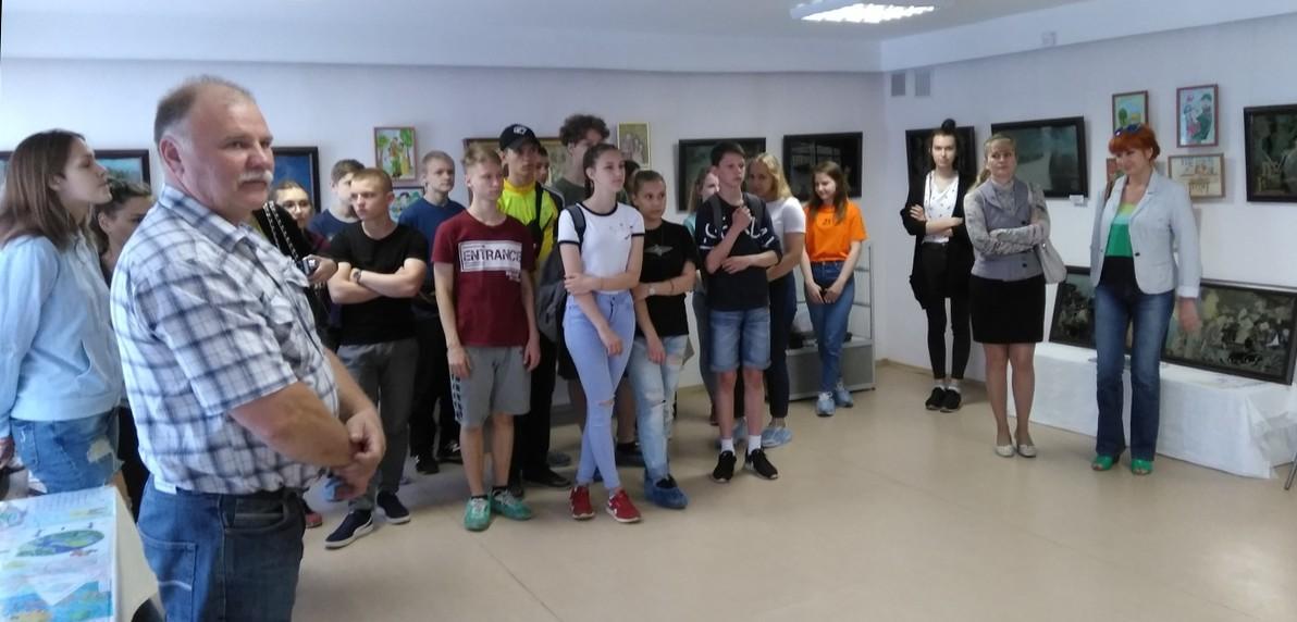 Куклы«Моторолы» и «Гиви» на выставке россиян: доказательства преступлений ВСУ в Донбассе увидят все жители России