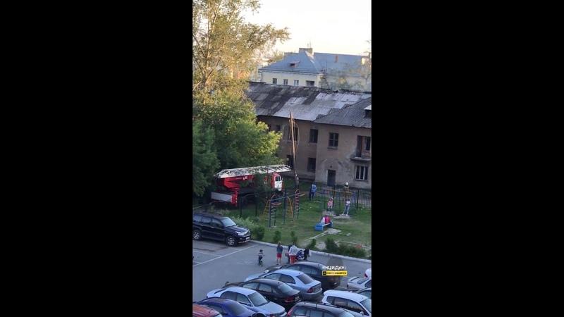 Горит двухэтажный дом на улице Алтайской Часть 2