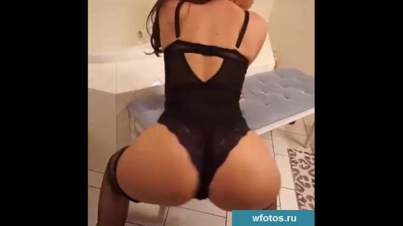 Трахает молодую любовницу (частное домашнее русское любительское порно видео мамки Русское домашние в чулках трахнул в анал