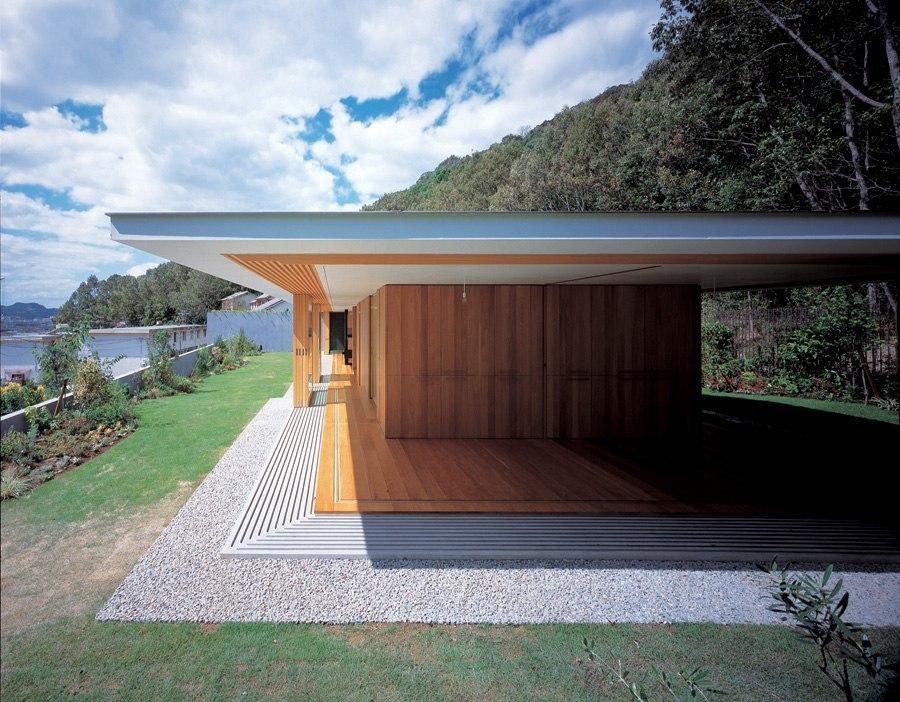 Floating Roof House - Tezuka Architects