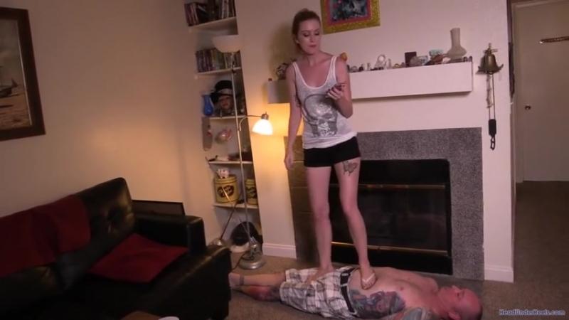 Mistress Sarah trampling flip flop