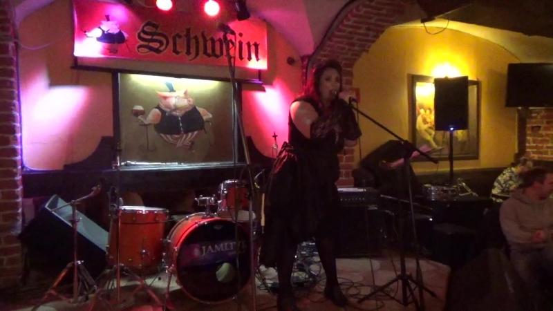 Янa Аверьянова(unlimited arts show в SCHWEIN Клуб-бар ШВАЙН,24.4.18)