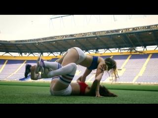 секс на футбол поле - 14