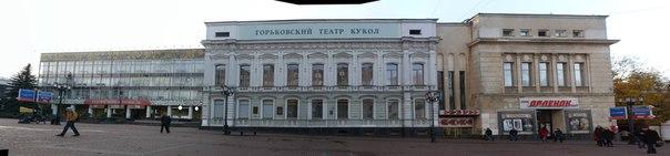 Буквально в одном месте (слева направо): — Народные промыслы —Горьковский театр кукол —Кинотеатр Орлёнок