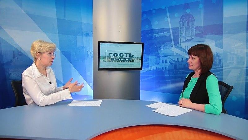 Гость студии начальник отдела развития дошкольного образования Татьяна Лаздовская