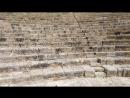 Аня поет в амфитеатре Куриона