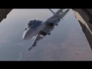 Истребитель Су-30 впритык к грузовому самолёту