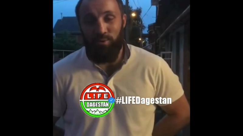 В Северной Осетии чемпион мира по боксу выставил из мечети блогершу в хиджабе