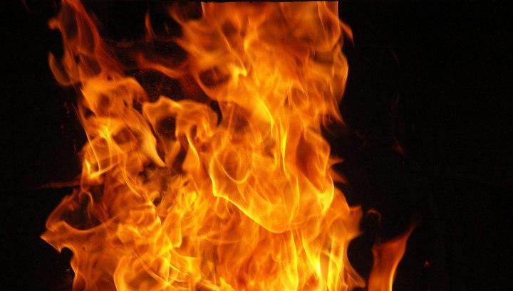 Газовые баллоны взорвались при пожаре в Тимирязеве, сгорел внедорожник