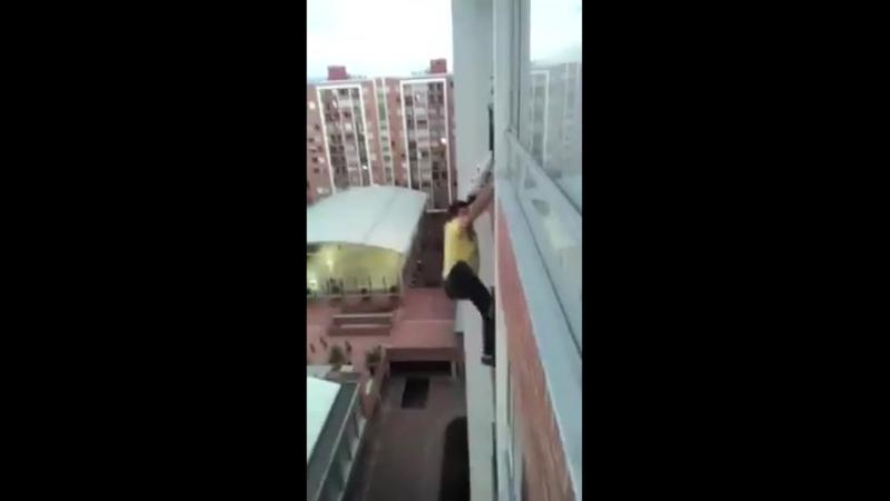 Спасение собаки с балкона