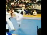 Коварная нокаутирующая вертушка в Кёкусинкай карате. Подготовка бойца http://vk.com/oyama_mas