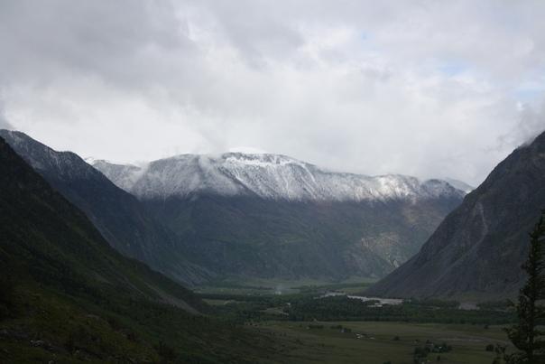 И гора-то тут такая красивая.