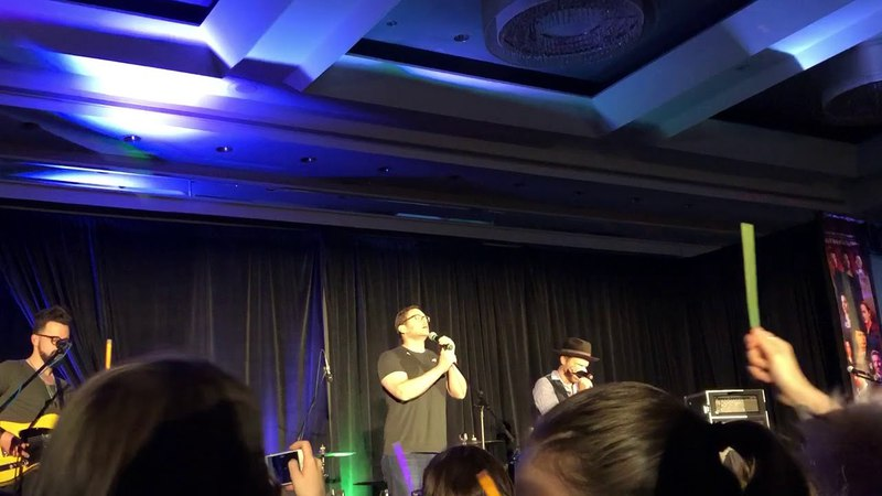 Supernatural Montreal Convention 2018 - Jason Manns and Rob Benedict singing Hallelujah at SNS