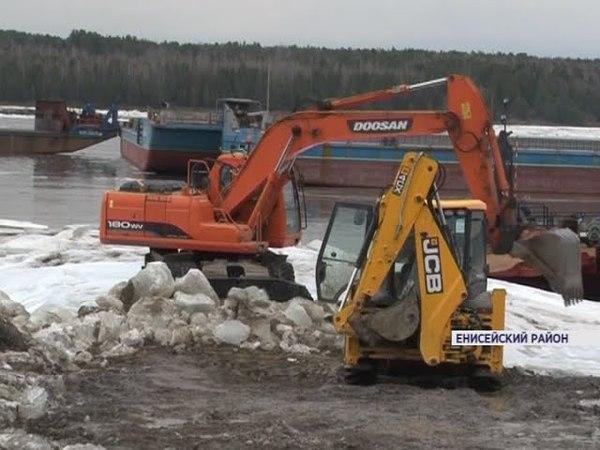 В Енисейском районе из-за сильного ледохода не могут запустить паромную переправу