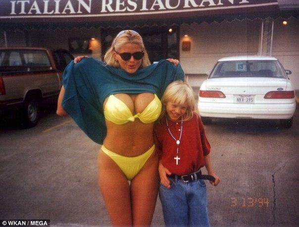 Фотографии из домашнего архива модели Playboy и актрисы, одной из секс-символов 90-х Анны Николь Смит, которой 28 ноября 2017 года могло бы исполниться 50 лет.