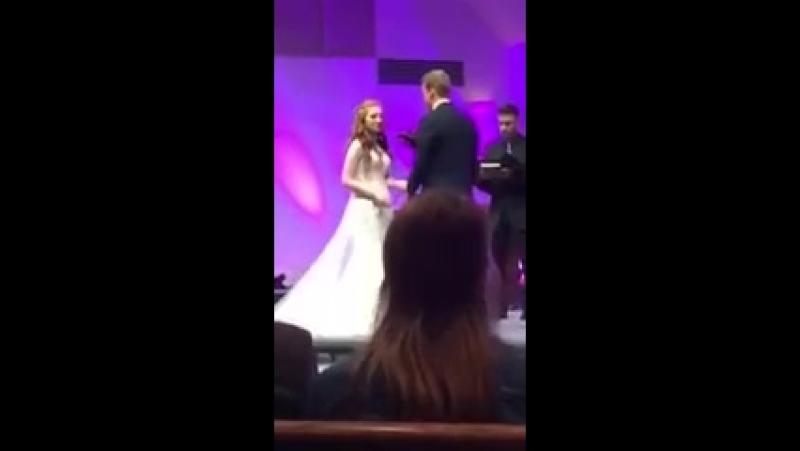 Уставший мгшник рухнул во время свадебной церемонии