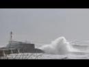 Сильный шторм на побережье Атлантического океана. Ле-Сабль-д Олон, Франция. 1 января 2018.