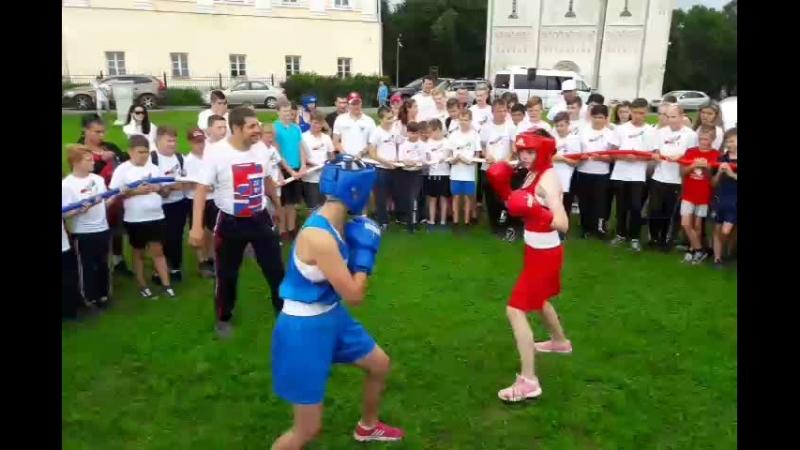 Бокс у Дмитриевского собора