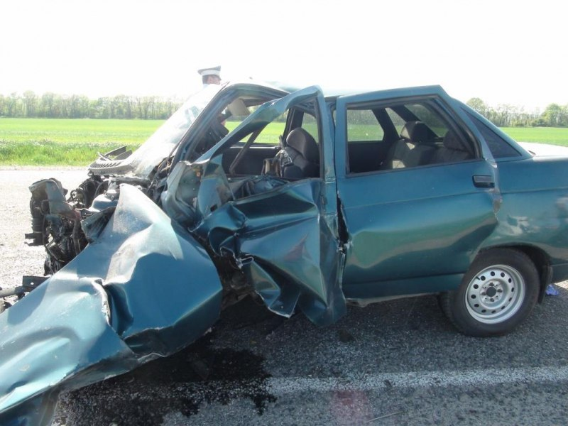 Два человека погибли при столкновении автомобилей в КЧР