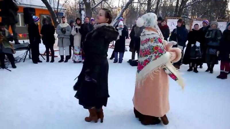 Русская пляска Девчонки выкаблучивают