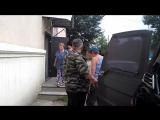 Десантники привезли арбузы детям