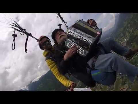 Le baron des Abers saut en parapente (Corsica)