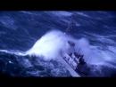 Военный корабль в открытом океане в шторм