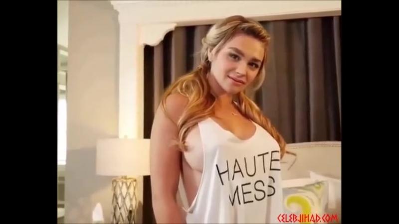 Chloe Moretz busty