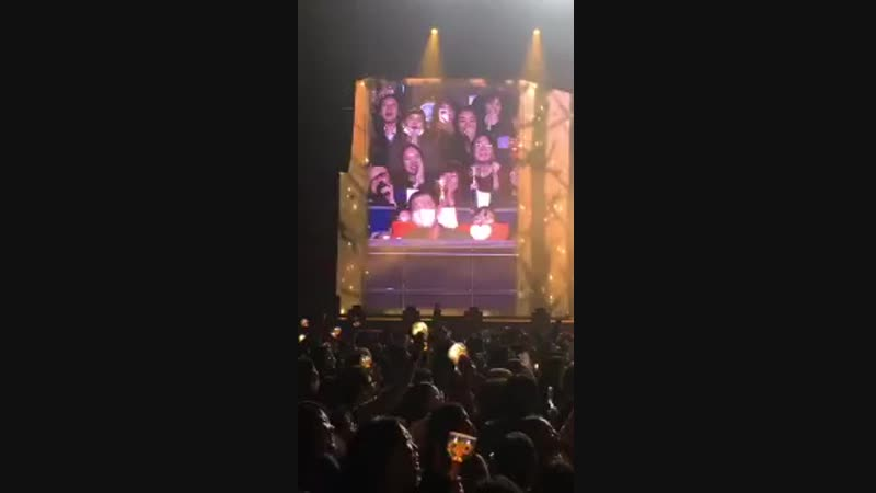 [VID] 181102 Woohyun Solo Concert Sunggyu is trying to hide from the camera. So cute YEOLee_zzang.mp4