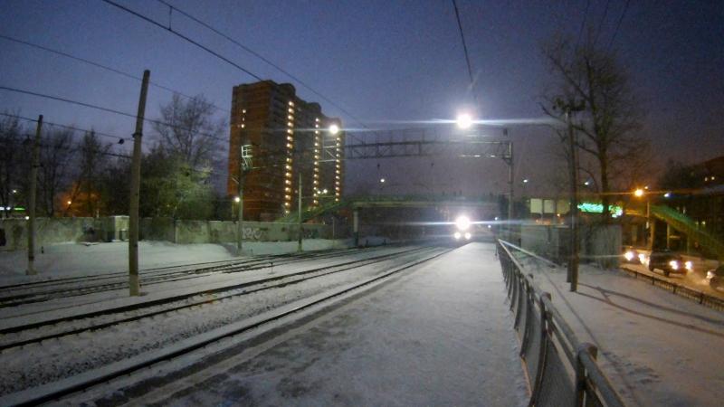 Фирменный двухэтажный поезд в сопровождении электровоза ЭП20 на участке Фабричная-Раменское.