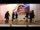 Танец Синий платочек в исполнении шестиклассников