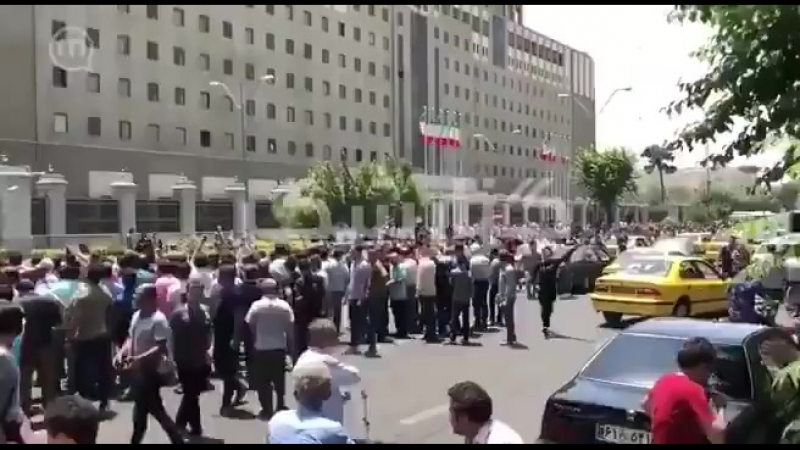 Potkin Azarmehr в Твиттере- «Protesters in Iran today, chant -Palestine, Syria, are the causes of our miseries- iranbazaarprote