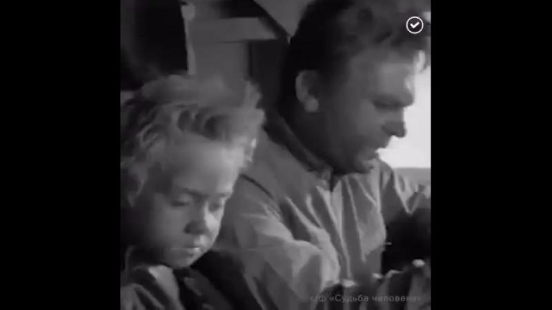 Одна из самых пронзительных и запоминающихся сцен фильма «Судьба человека» А ведь это был режиссерский дебют Сергея Бондарчука.