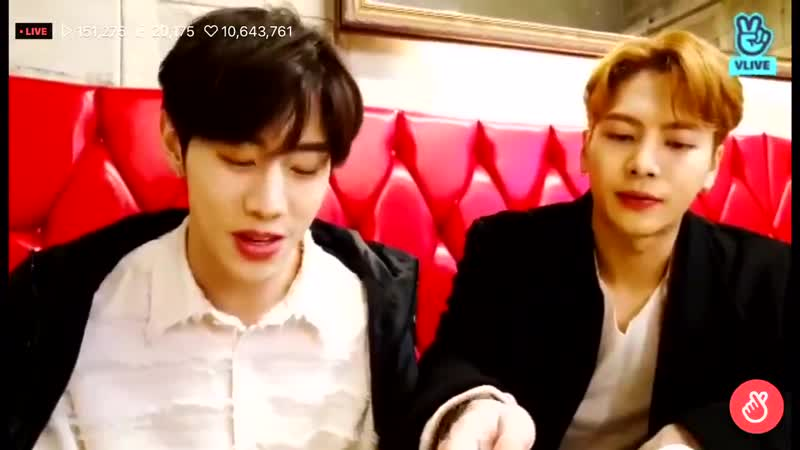 Two foreigners trying to say mayonnaise in korean