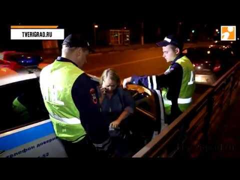 В Твери водители задержали пьяную женщину, которая ехала по встречной полосе