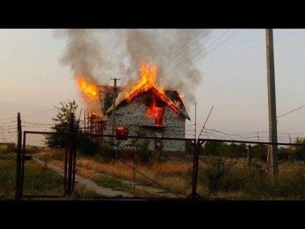 Апалченцам Лугандонии местные жители начали поджигать дома Донбасс