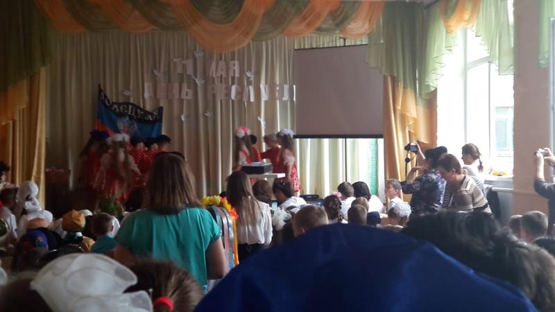 выступление в школе 18. 1-Б класс.Русские матрёшки