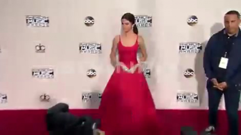 Selena Gomez Arrives At The American Music Awards 2016