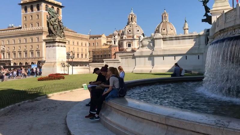 Roma La cascata laterale dell Altare detta Patria