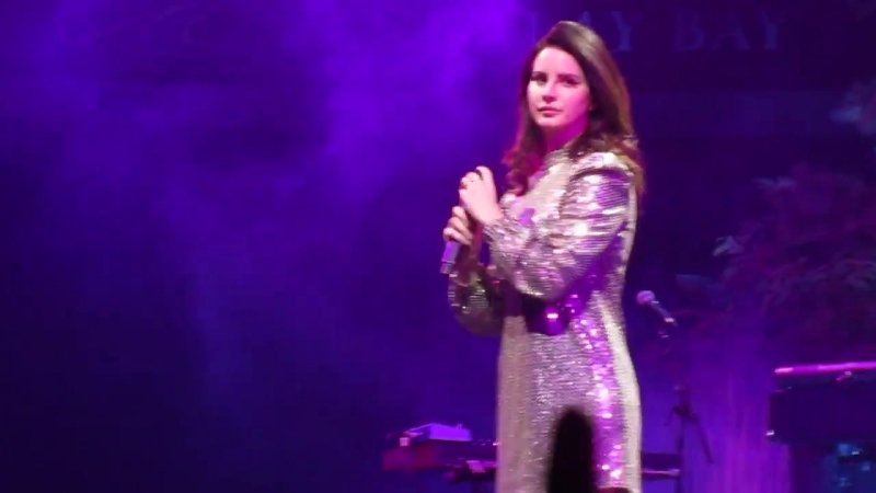 Lana Del Rey – Blue Jeans (Live @ «Mandalay Bay Events Center» / «LA To The Moon Tour»)